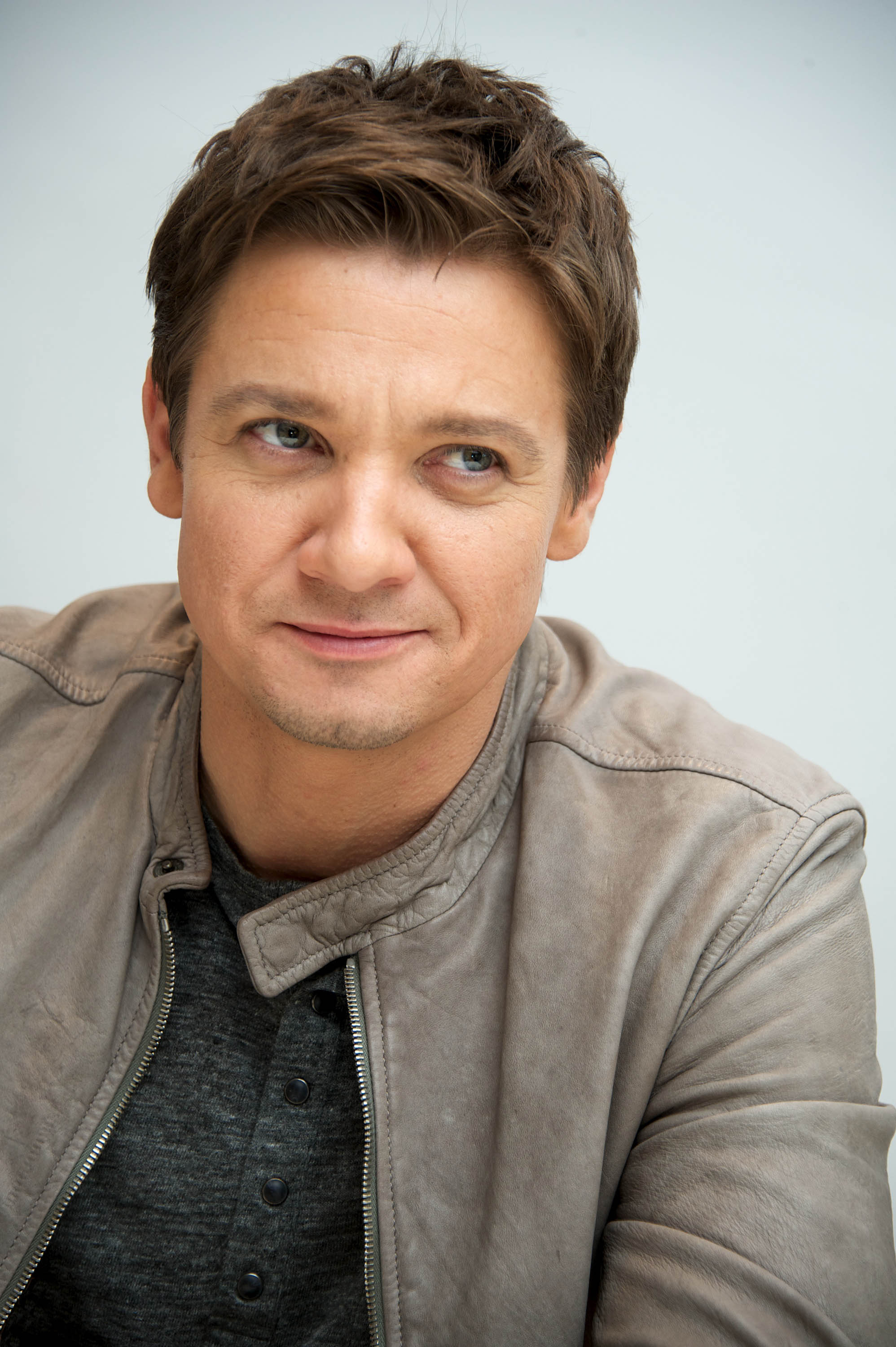 Jeremy Renner Height a...