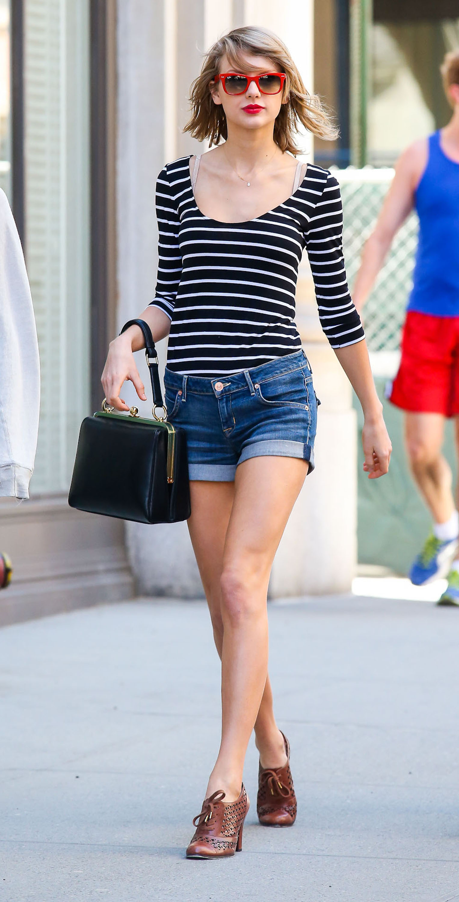 Taylor Swift Street Style | height and weights