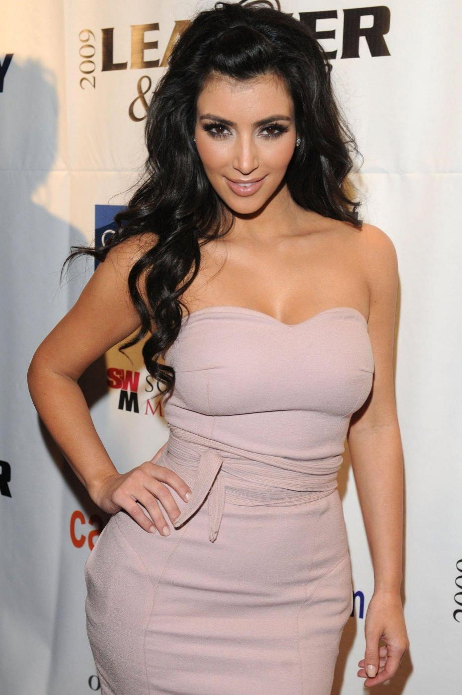 Kim Kardashian Measurements Height And Wight-6029