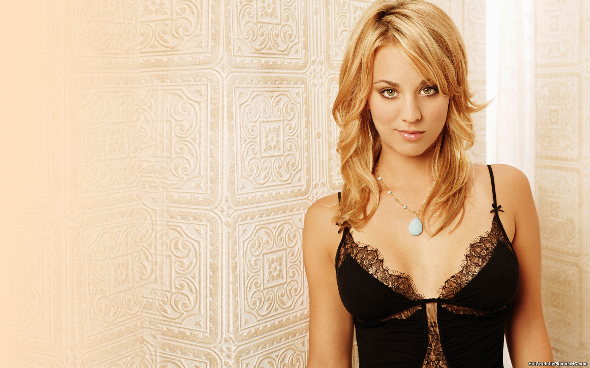 Kaley Cuoco Height And Weight Measurements-6608