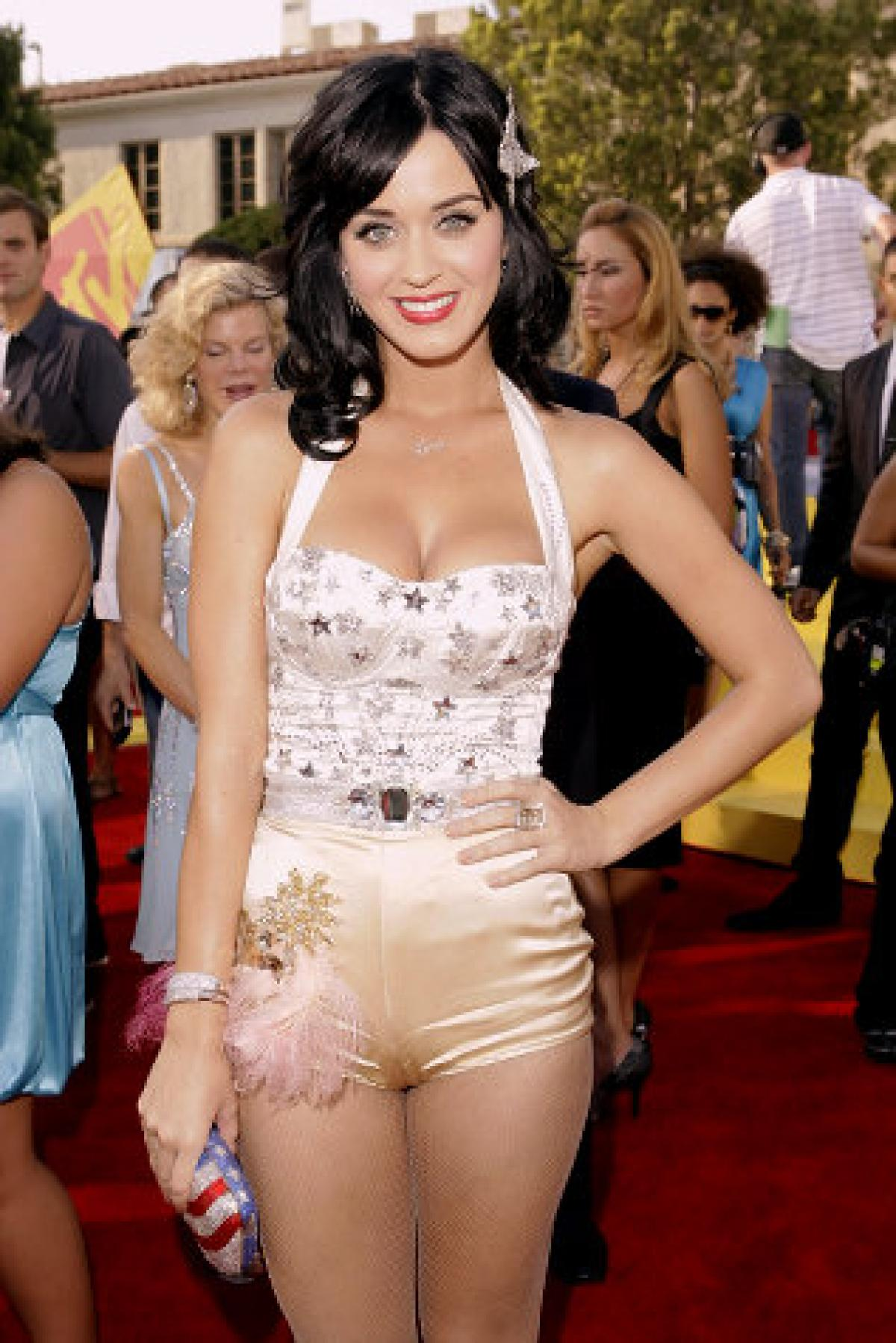 katy perry breast size
