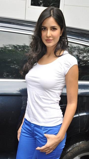 Katrina Kaif Figure  Height And Weights-3856