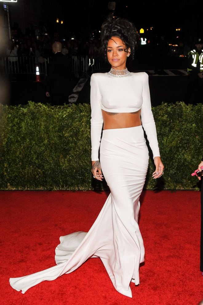 Rihanna Height, Workout Routine an Body Measurements